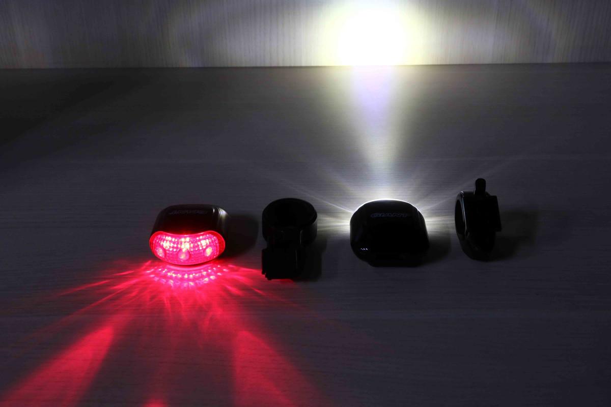 Đèn xe đạp Indicator Light Combo có khả năng chiếu sáng tốt trong bóng tối