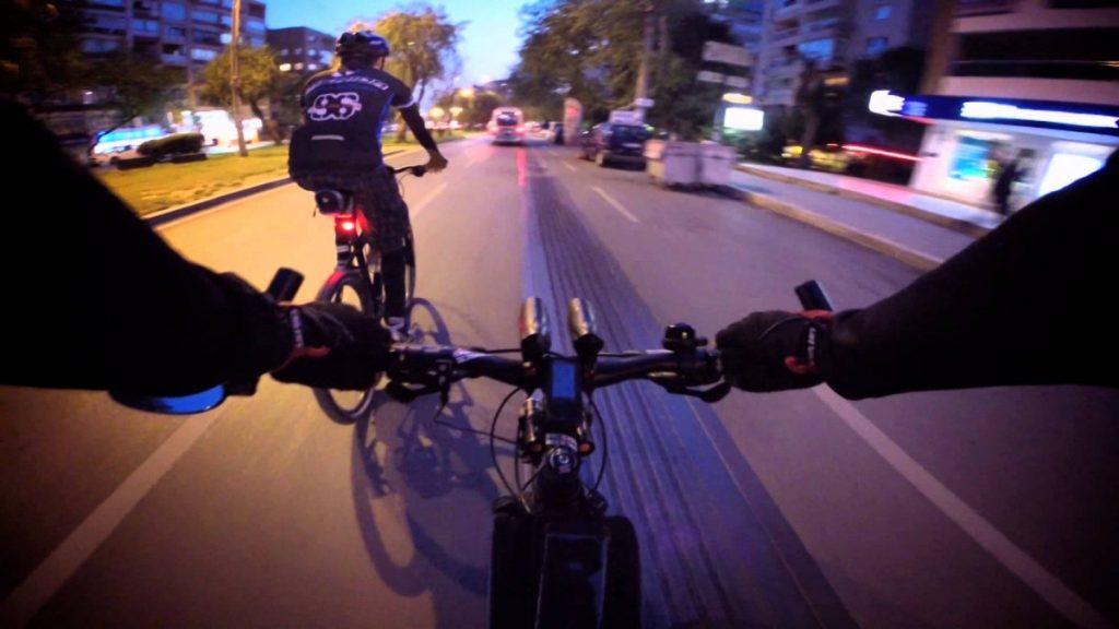 Những lưu ý khi đạp xe ban đêm