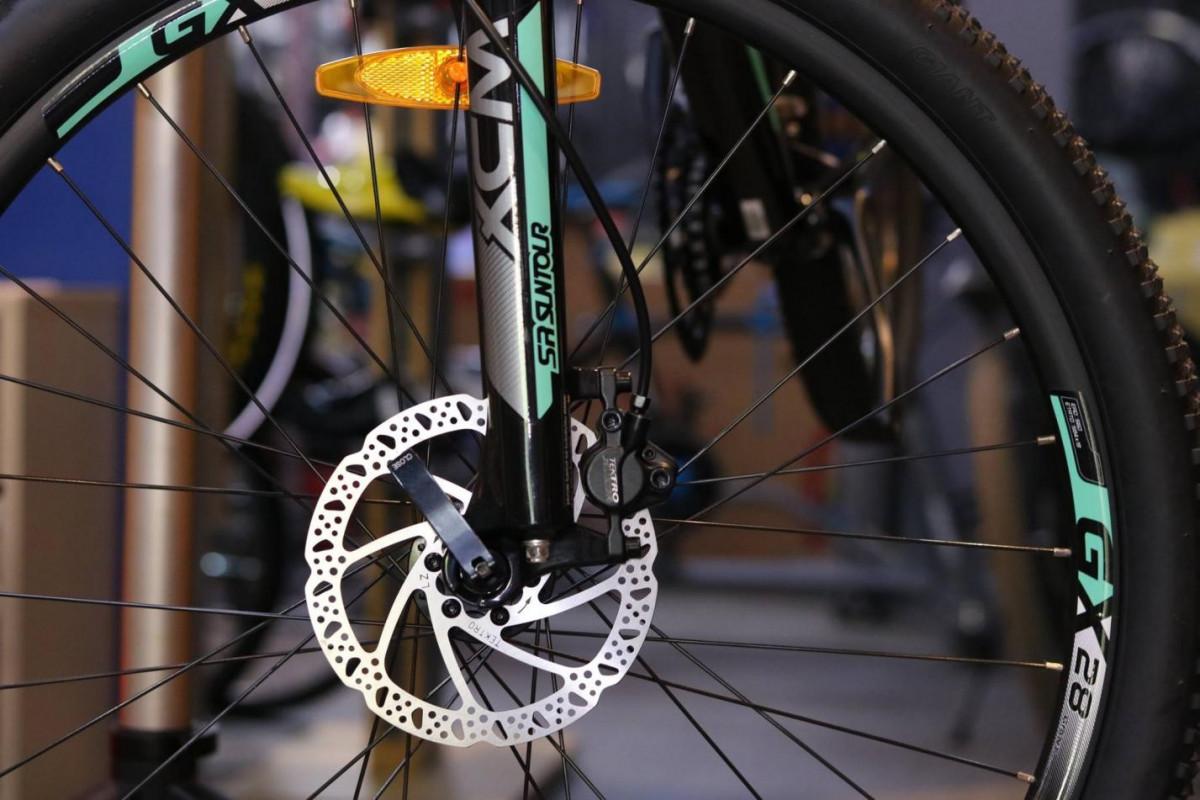 Xe đạp địa hình Giant XTC SLR 3 2018 được thiết kế với phanh đĩa dầu có độ chính xác cao khi phanh