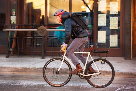 Chạy xe đạp đi làm phong cách mới của người tri thức