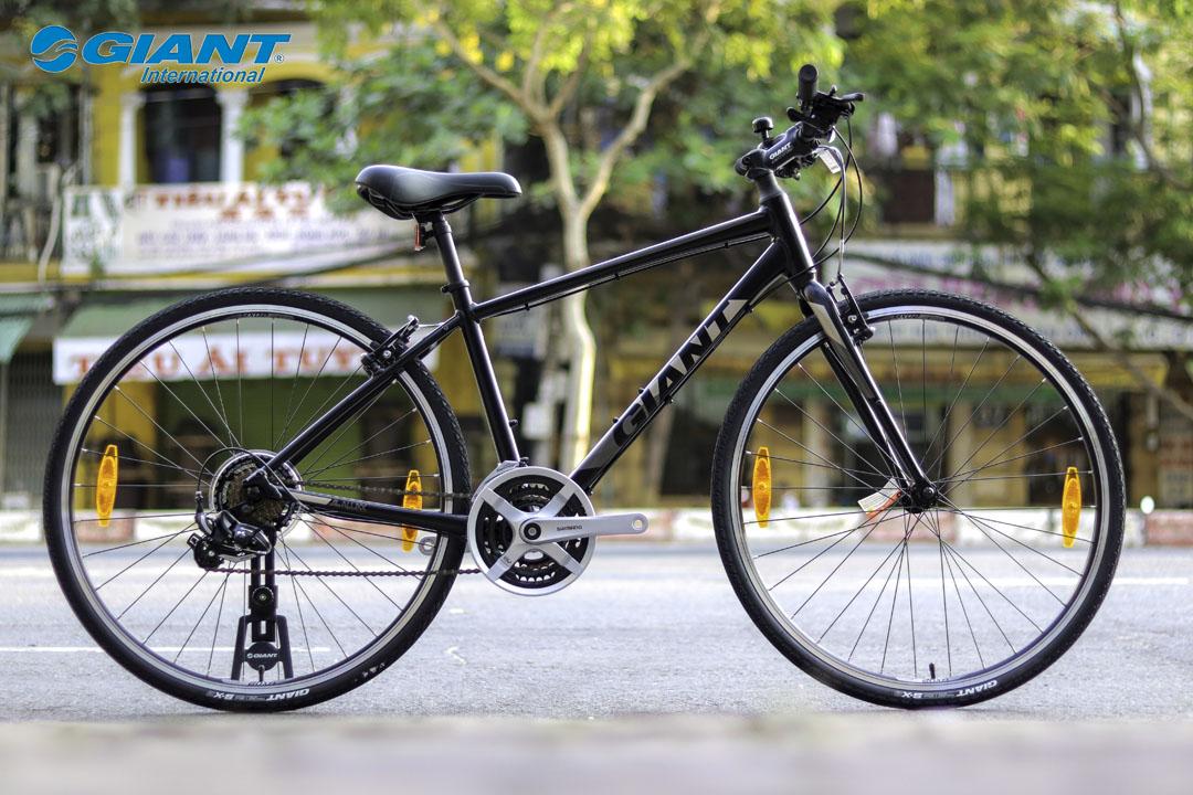 Xe đạp Giant Escape 3 phiên bản màu đen mạnh mẽ giữ đường phố
