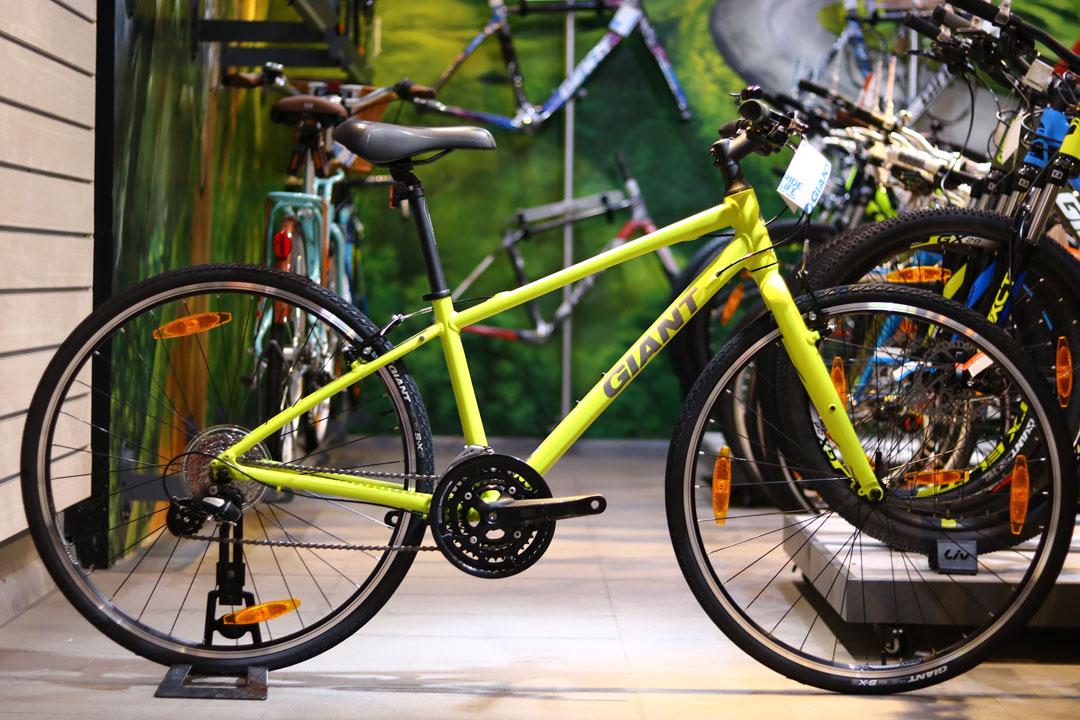 Xe đạp Giant Escape 2 với màu vàng chanh nổi bật