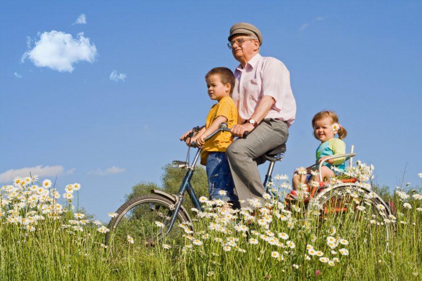 Đẩy lùi lão hóa không khó nhờ chạy xe đạp