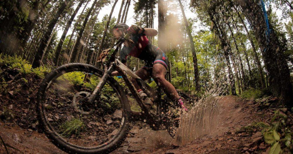 Đẩy lùi bùn lầy khỏi xe đạp địa hình cũ đẹp như mới