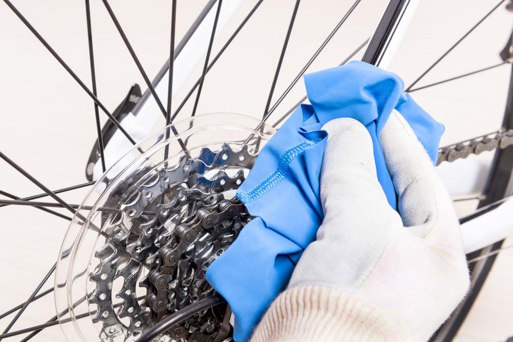 Líp xe đạp địa hình cũ được lau khô sau khi rửa
