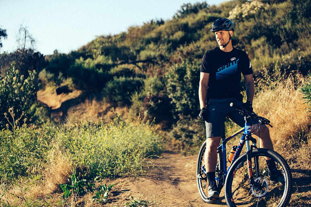 VĐV nghỉ ngơi lấy lại sức lực sau khi tập luyện cùng xe đạp leo núi