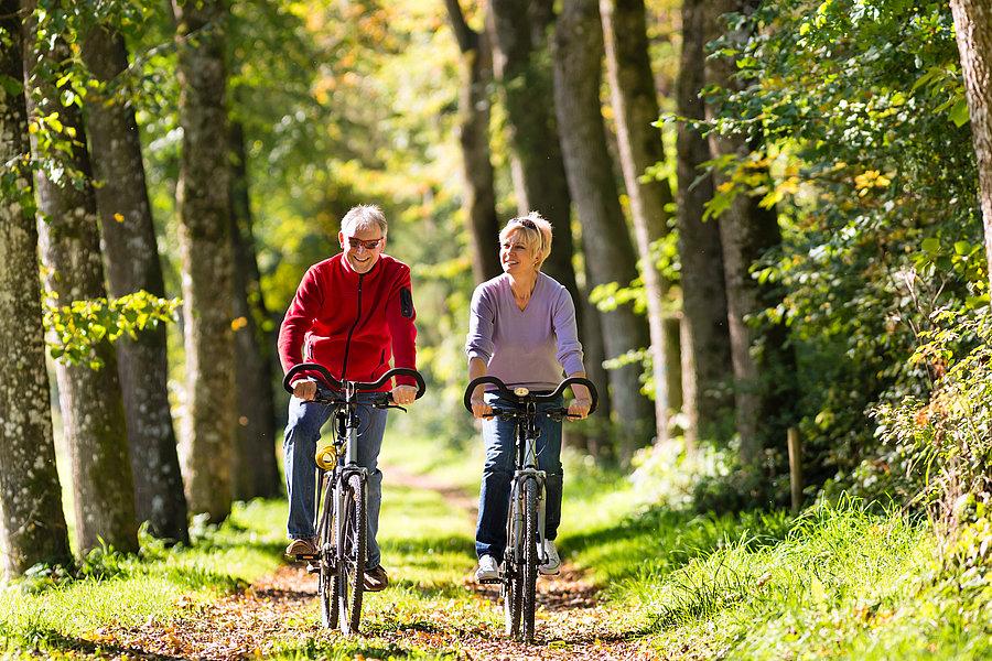 Đạp xe đạp thể thao là cách mát xa xương khớp rất tốt