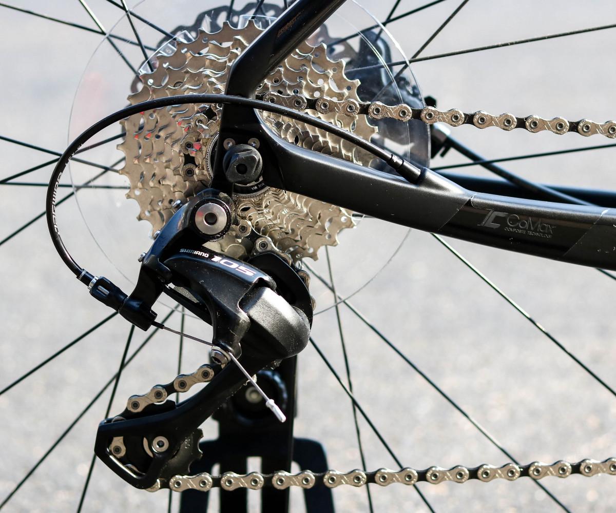 Xe đạp thể thao GiantFastroad Comax 1 trang bị groupset Shimano 105 chuyển dĩa líp chính xác cao