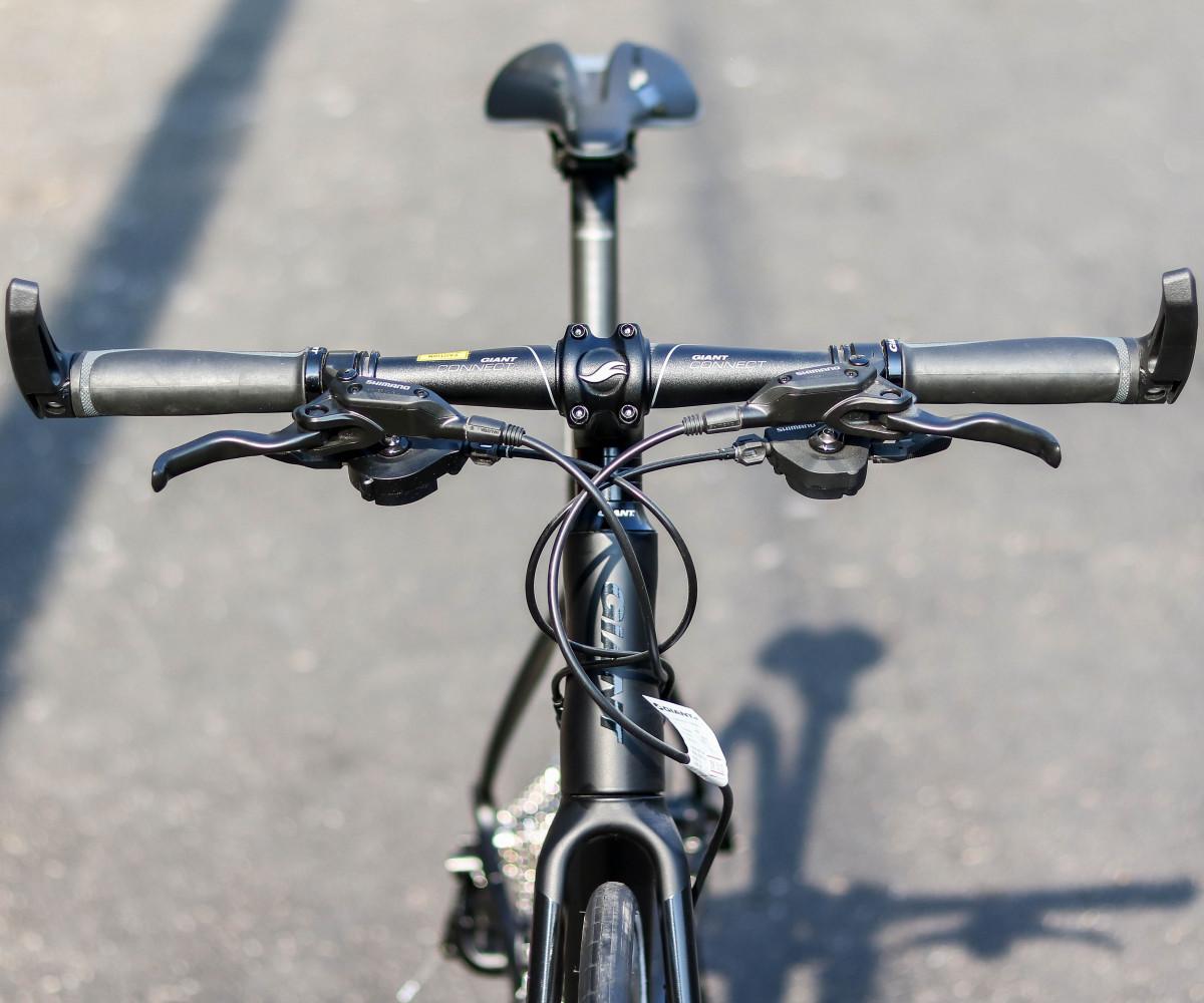 Ghi đông xe đạp thể thao Giant Fastroad được thiết kế ngang dễ dàng điều khiển