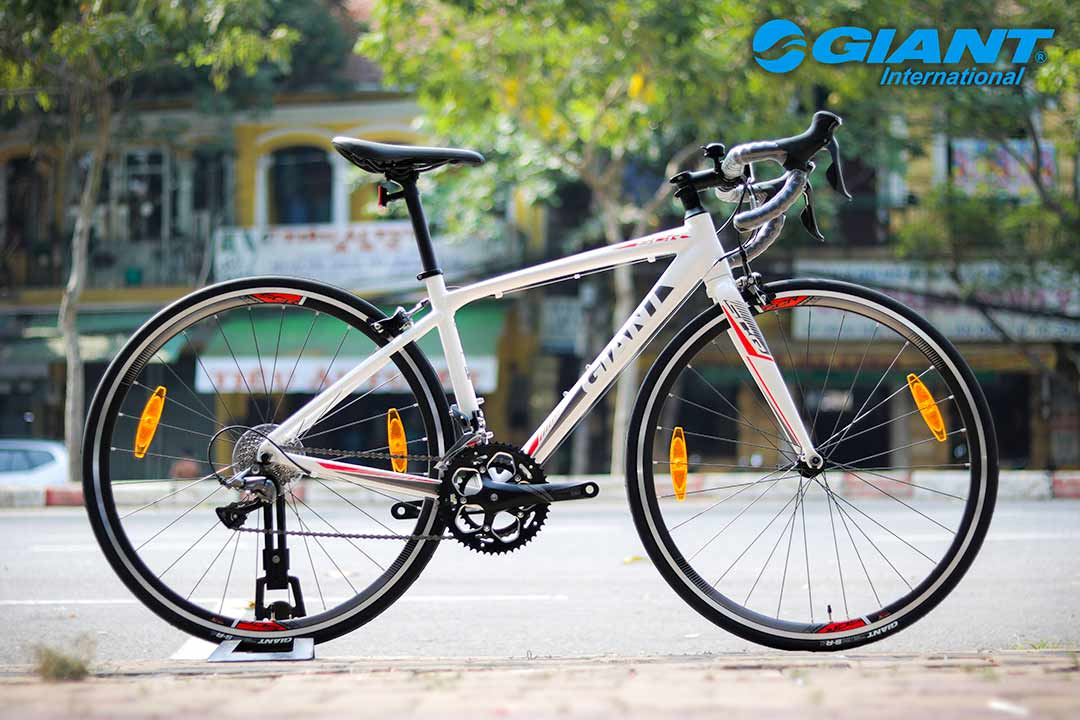 Xe đạp thể thao Giant SCR 2 phiên bản màu trắng tinh tế