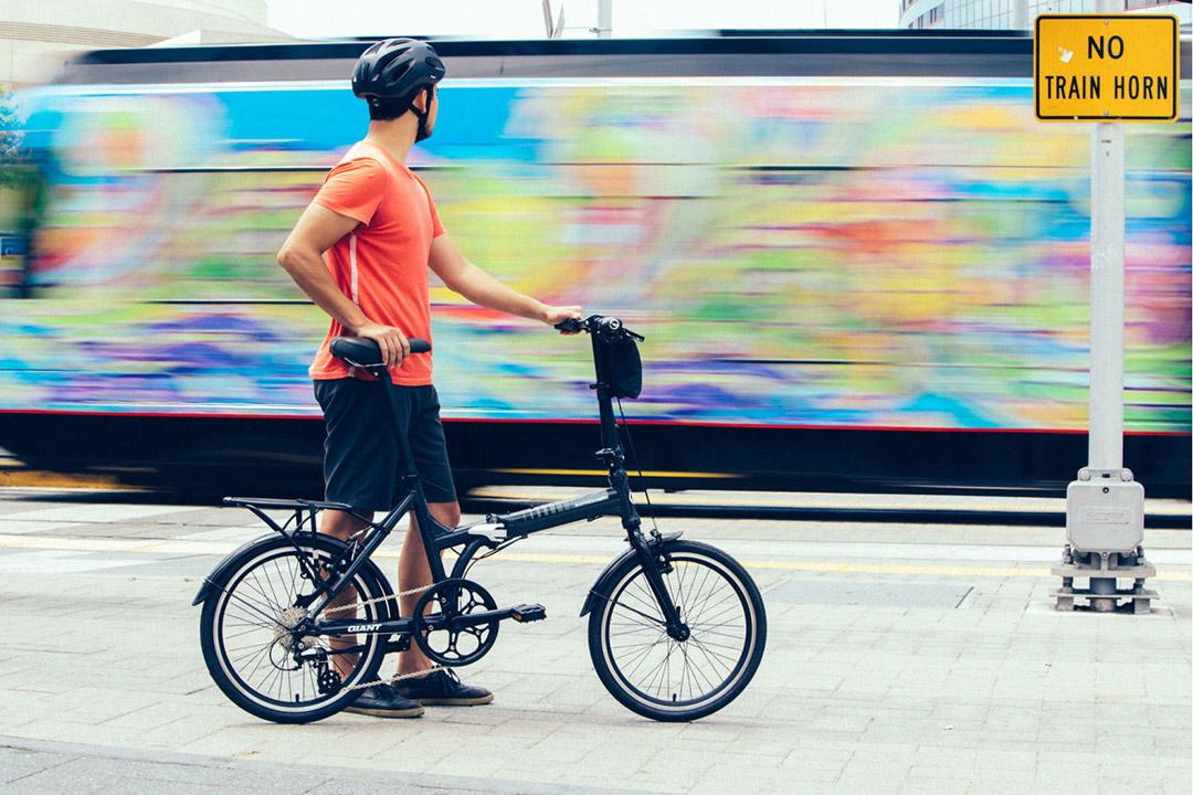 Không chỉ trẻ em mà người lớn vẫn sử dụng được xe đạp gấp