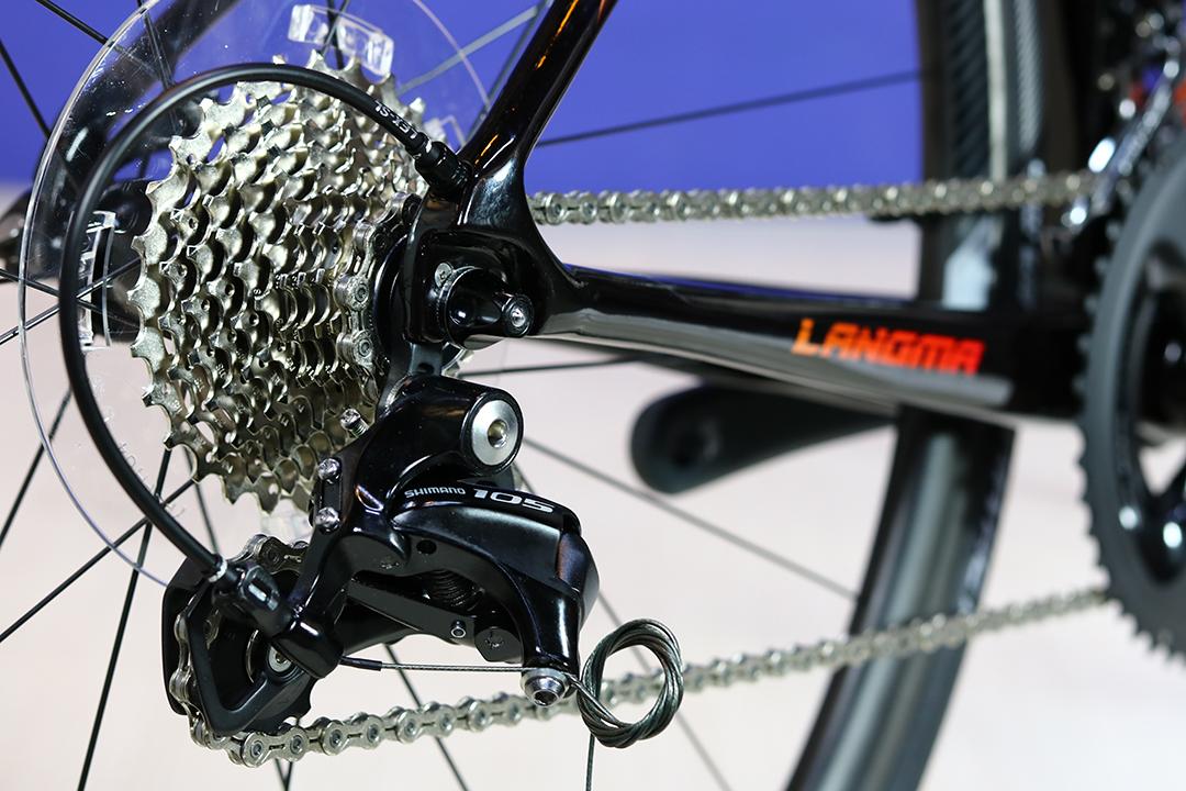 Xe đạp đua nữ trang bị bộ truyền động 105 2×11 tốc độ mang lại sự tin tưởng cao cho các tay đua nữ