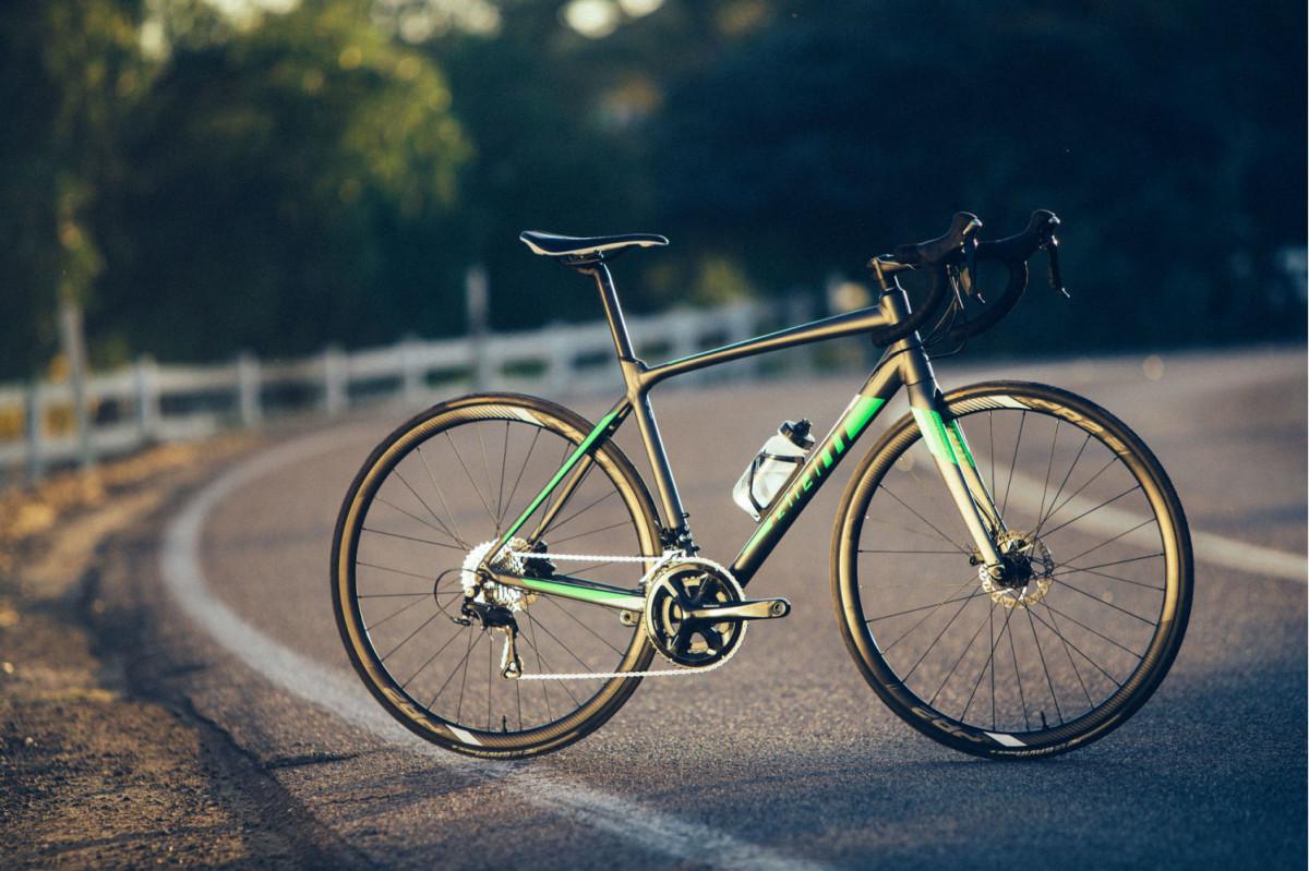 Khung xe đạp cuộc được chế tác từ vật liệu nhôm siêu nhẹ