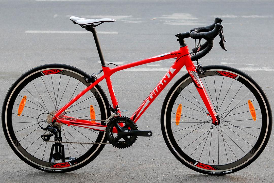 Xe đạp cuộc Giant SCR 1 phiên bản màu đỏ nổi bật