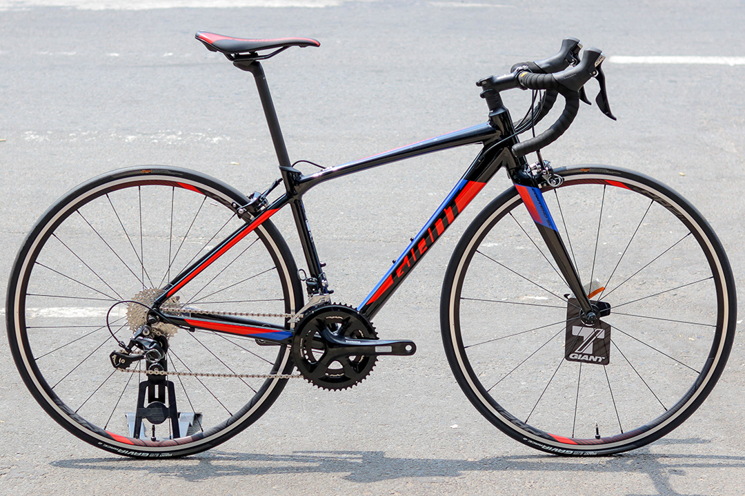 Xe đạp cuộc Giant Contend SL 1 được trang bị Groupset 105 với độ chính xác cao