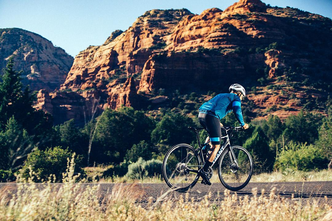 Thường xuyên chạy xe đạp Giant giúp tăng cường cơ chân, các khớp hông và khớp gối