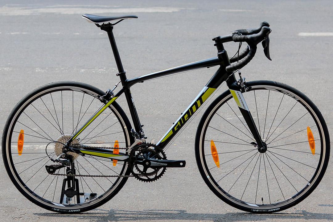 Xe đạp Giant Contend 2 với màu sắc hài hòa phù hợp dành tặng cha thân yêu
