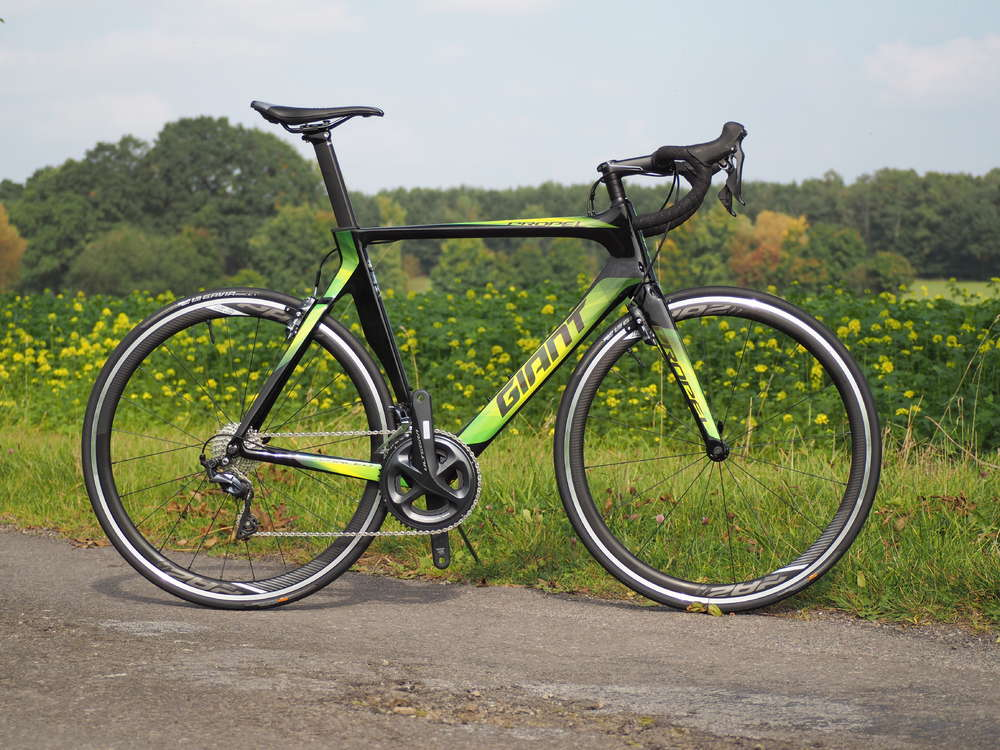 Xe đạp Giant Propel Advanced 1 màu sắc độc đáo