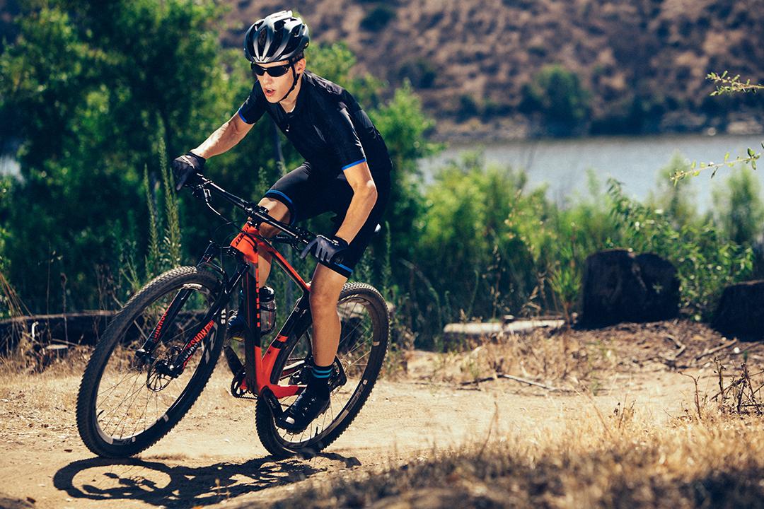 Nam trông cá tính và mạnh mẽ hơn khi đạp xe địa hình