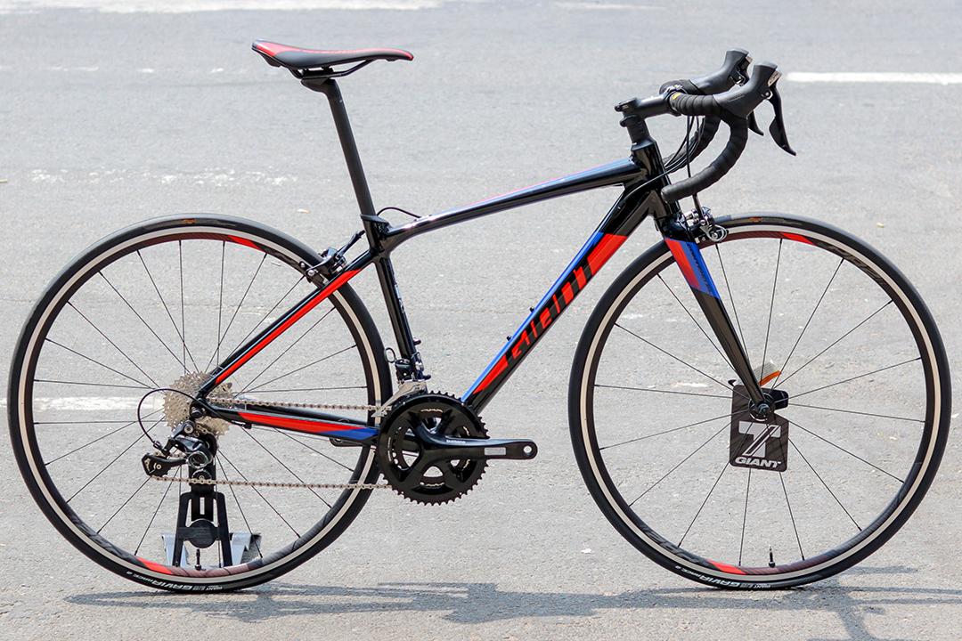 Xe đạp Giant Contend SL 1 với bộ truyền động Shimano 105 đem đến độ chính xác cao