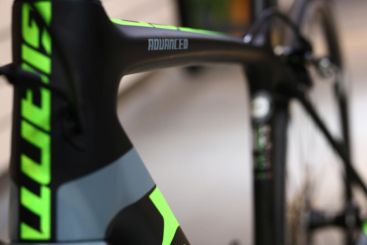 Xe đạp Giant TCR Advanced 2 với màu sắc hài hòa