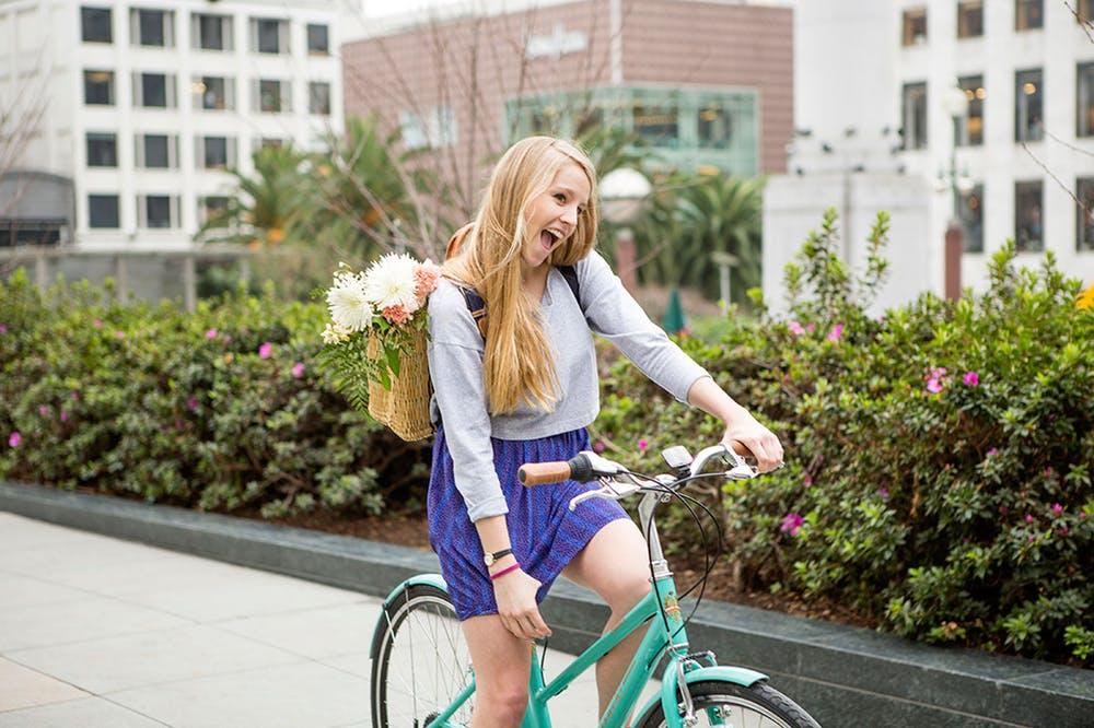 Đạp xe mỗi ngày giúp gái vui vẻ và xinh hơn