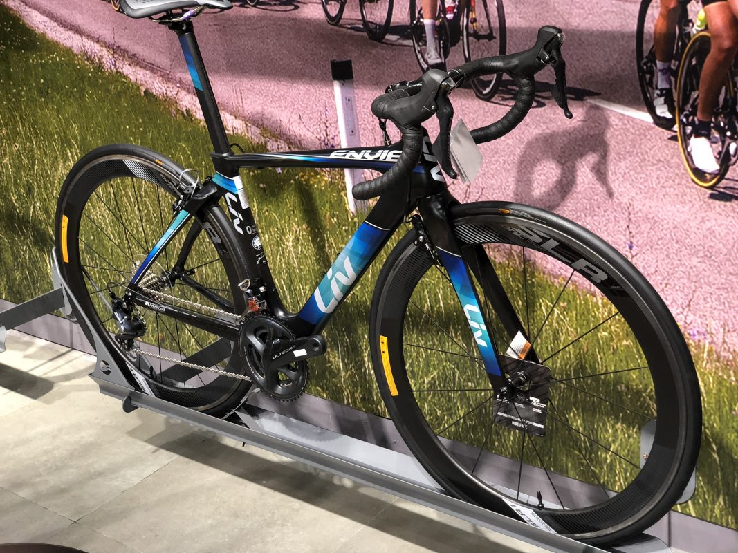 Xe đạp nữ Liv Envie của Giant được trưng bày vị trí đẹp dễ dàng tìm thấy