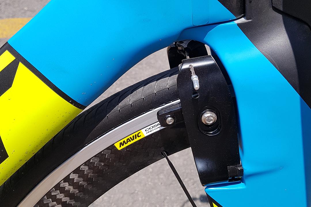 Ngàm thắng xe đạp tính giờ Giant thiết kế theo nguyên tắc khí động học