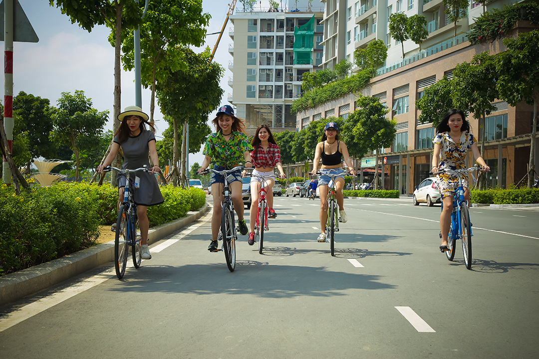 Xe đạp là phụ kiện thời trang lý tưởng cho giới trẻ thể hiện cá tính