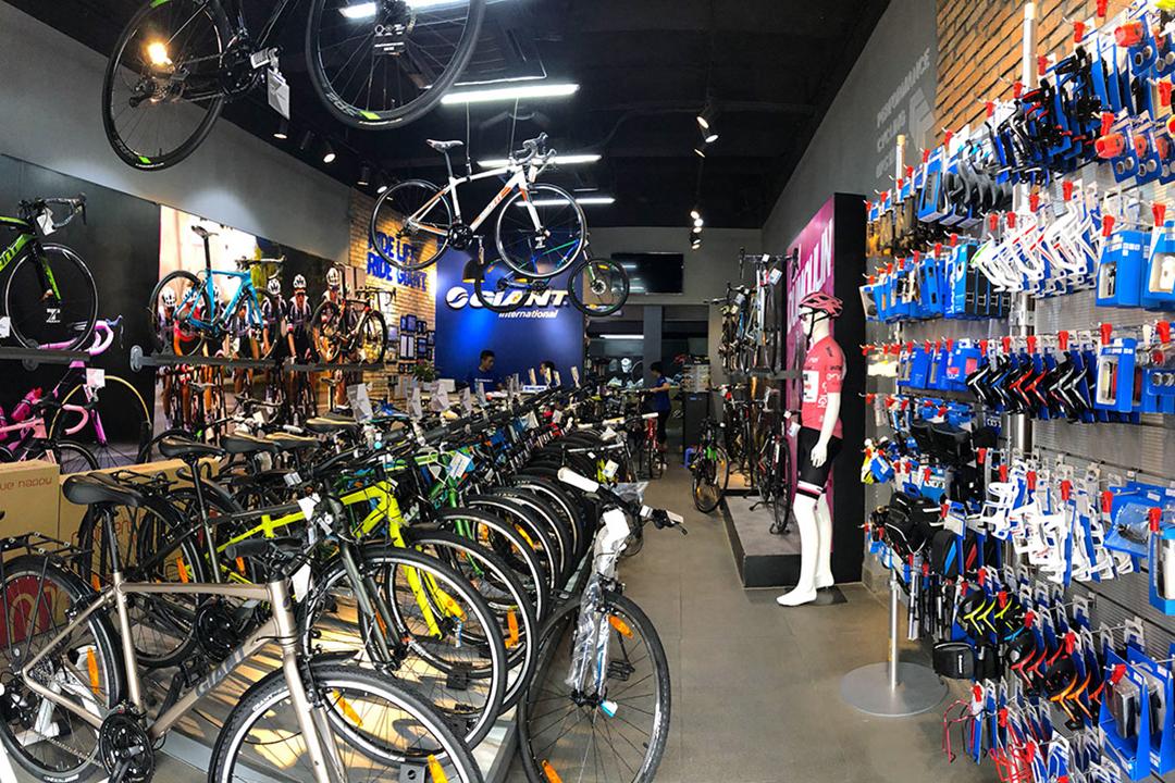 Không gian bên trong Showroom Giant International với rất nhiều xe đạp thể thao