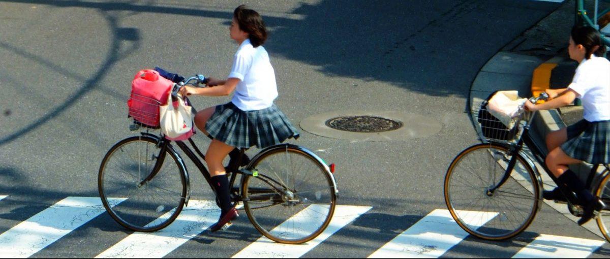 Đi bộ và đạp xe là hai hình thức đến trường chính của học sinh Nhật Bản