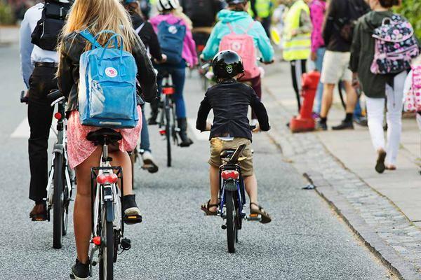 Đa số học sinh Đan Mạch đến trường bằng xe đạp mỗi ngày