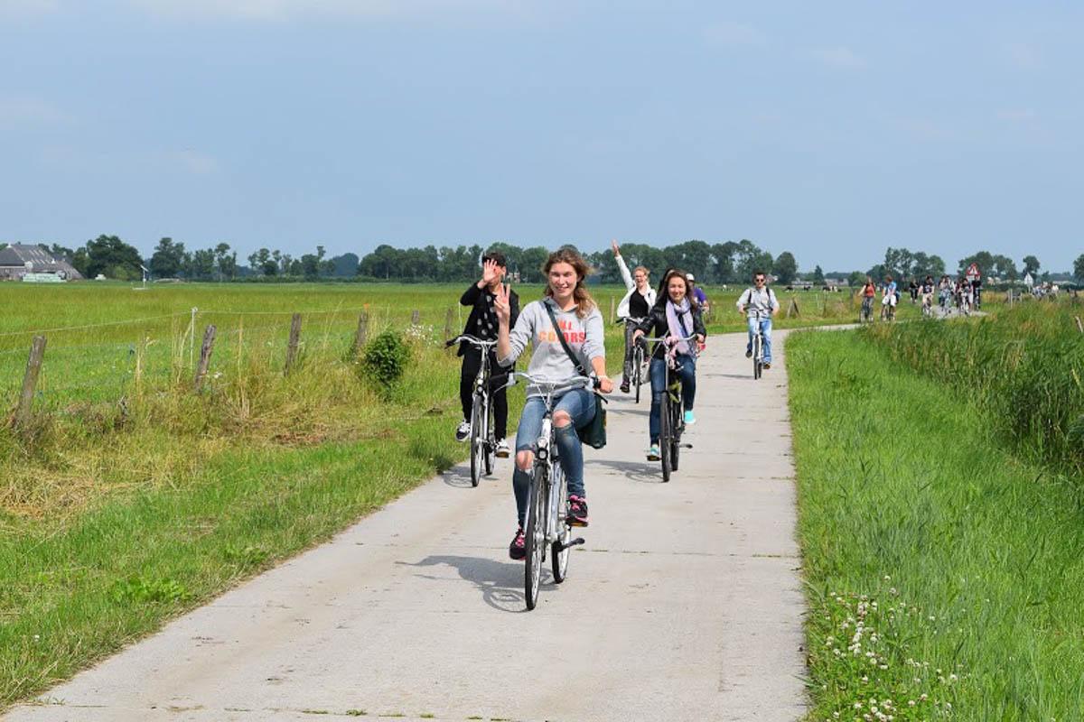 Hầu hết học sinh Hà Lan sử dụng xe đạp để di chuyển và đến trường mỗi ngày