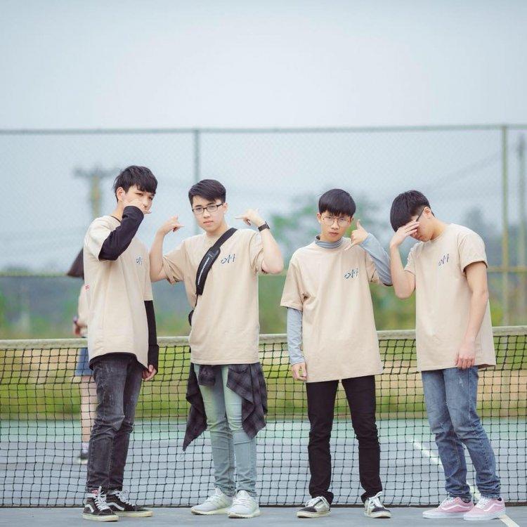 Phan Quang Tú cùng nhóm bạn của mình