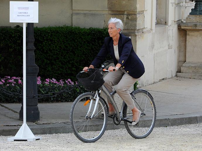 Bộ trưởng tài chính Pháp, Christine Lagarde lựa chọn xe đạp đi làm hằng ngày