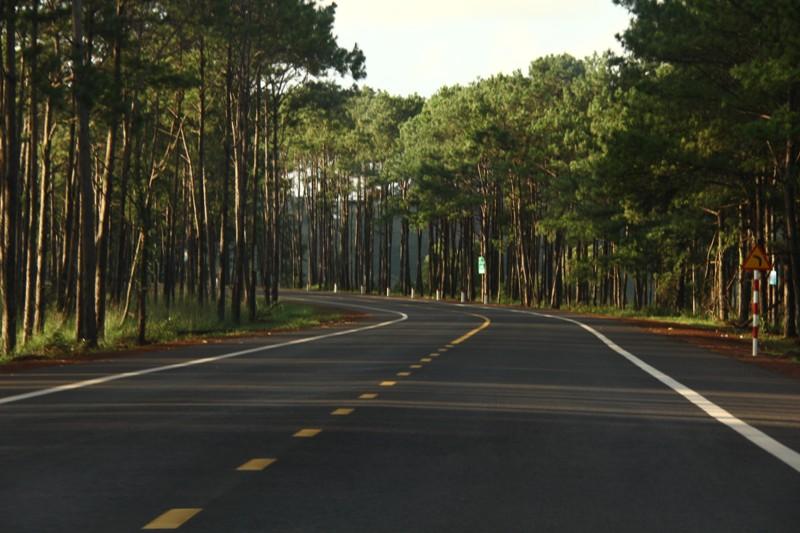 Quốc lộ 14 với làn đường rộng rãi, thoáng đãng được dân phượt chú ý