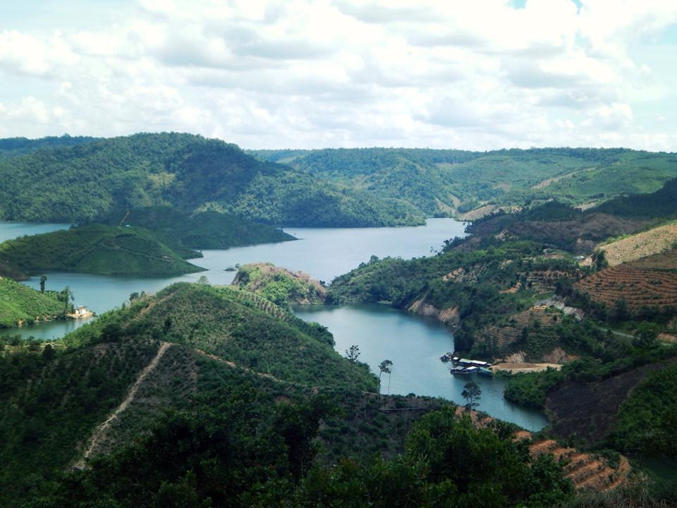Vùng núi non Bình Phước tuyệt đẹp
