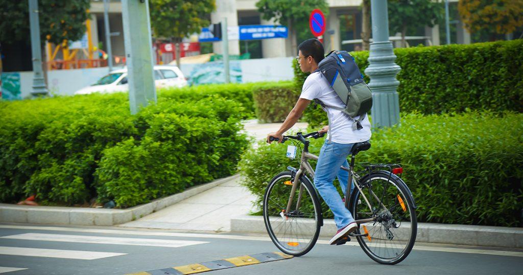 Học sinh cuối cấp chọn xe đạp bền bỉ để đi luyện thi