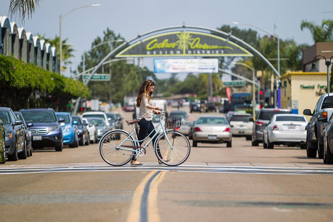 Sử dụng xe đạp không phải lo về vấn đề tiêu hao nhiên liệu khi gặp những đoạn đường kẹt xe