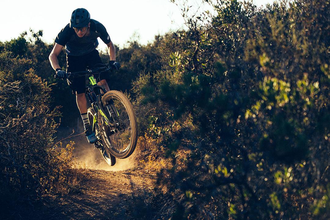 Mua xe đạp thể thao vừa đi học vừa có thể khám phá thiên nhiên trên chính chiếc xe đó