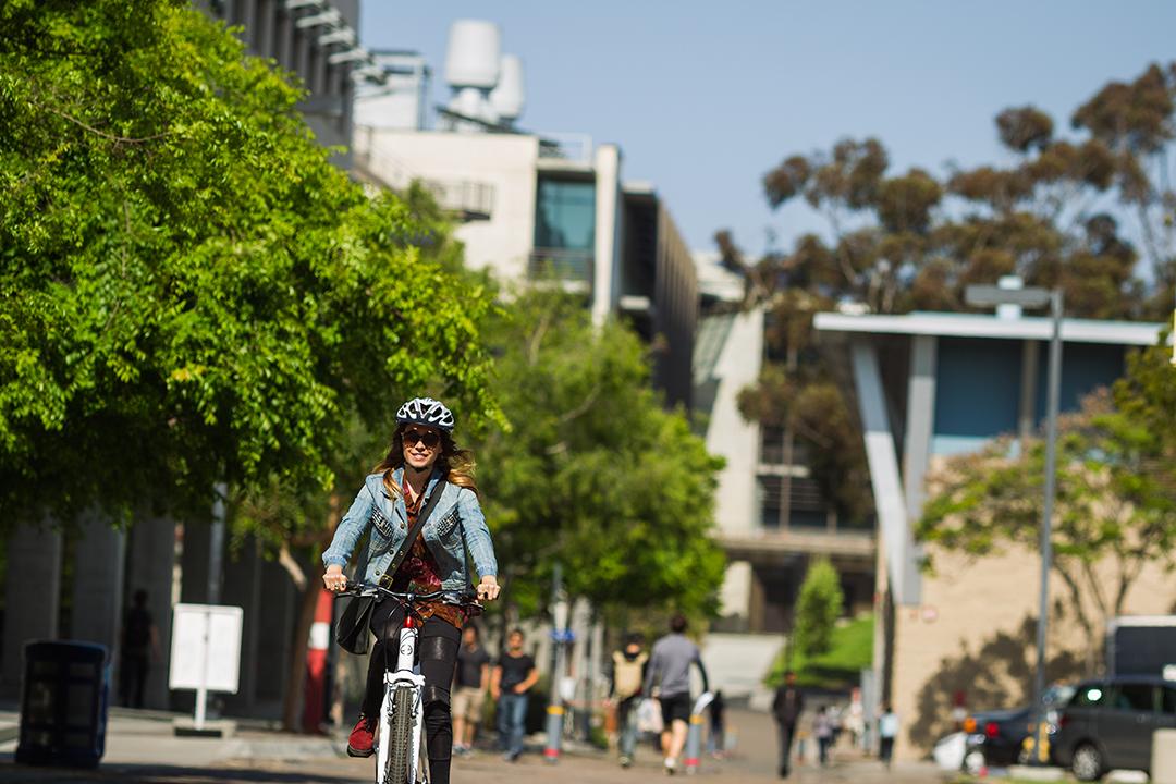 Đạp xe giúp chị em tiết kiệm được khoảng chi phí đáng kể