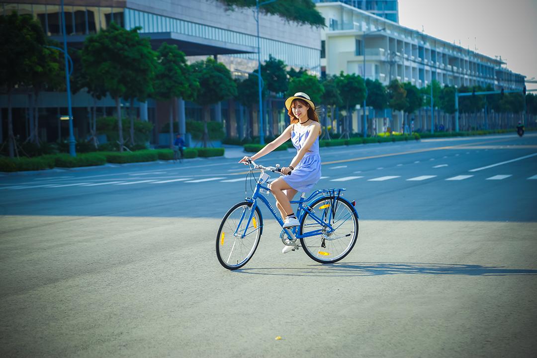 Nhiều bạn trẻ đến khu đô thị Sala để đạp xe vào mỗi chiều