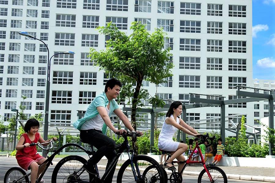 Nhiều bạn trẻ đến Phú Mỹ Hưng để đạp xe