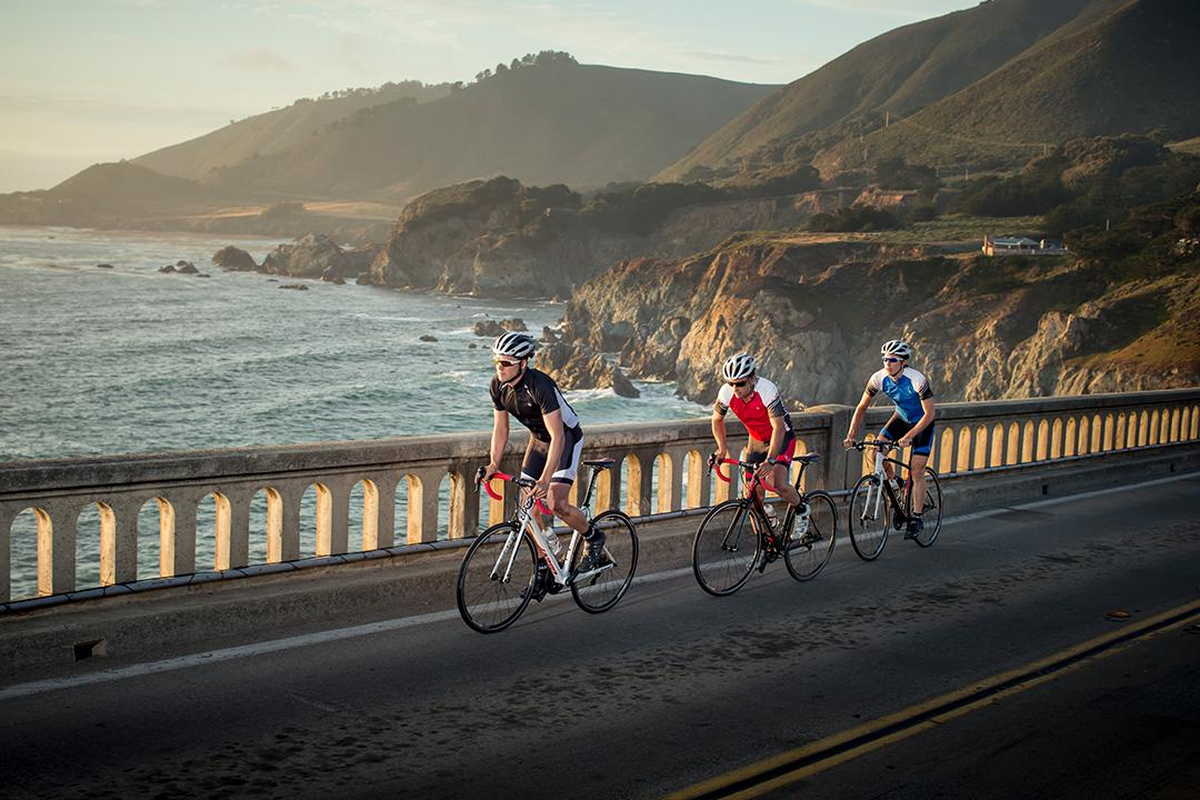 Phượt bằng xe đạp trên cung đường ven biển tạo cảm giác thích thú