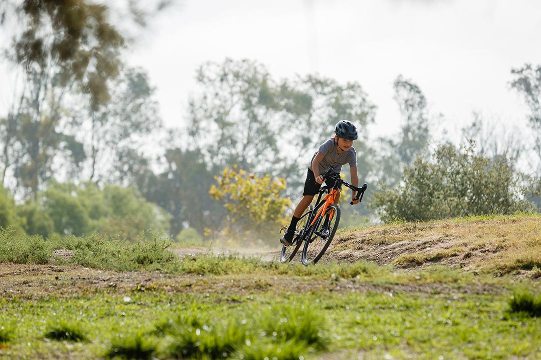 Xe đạp đua gây ấn tượng mạnh với các bạn học sinh
