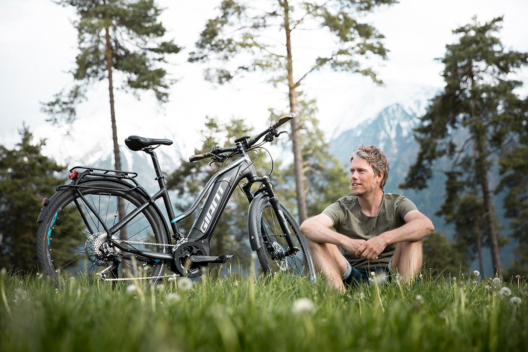 Đạp xe là môn thể thao vận động nhẹ phụ hợp với người trung niên