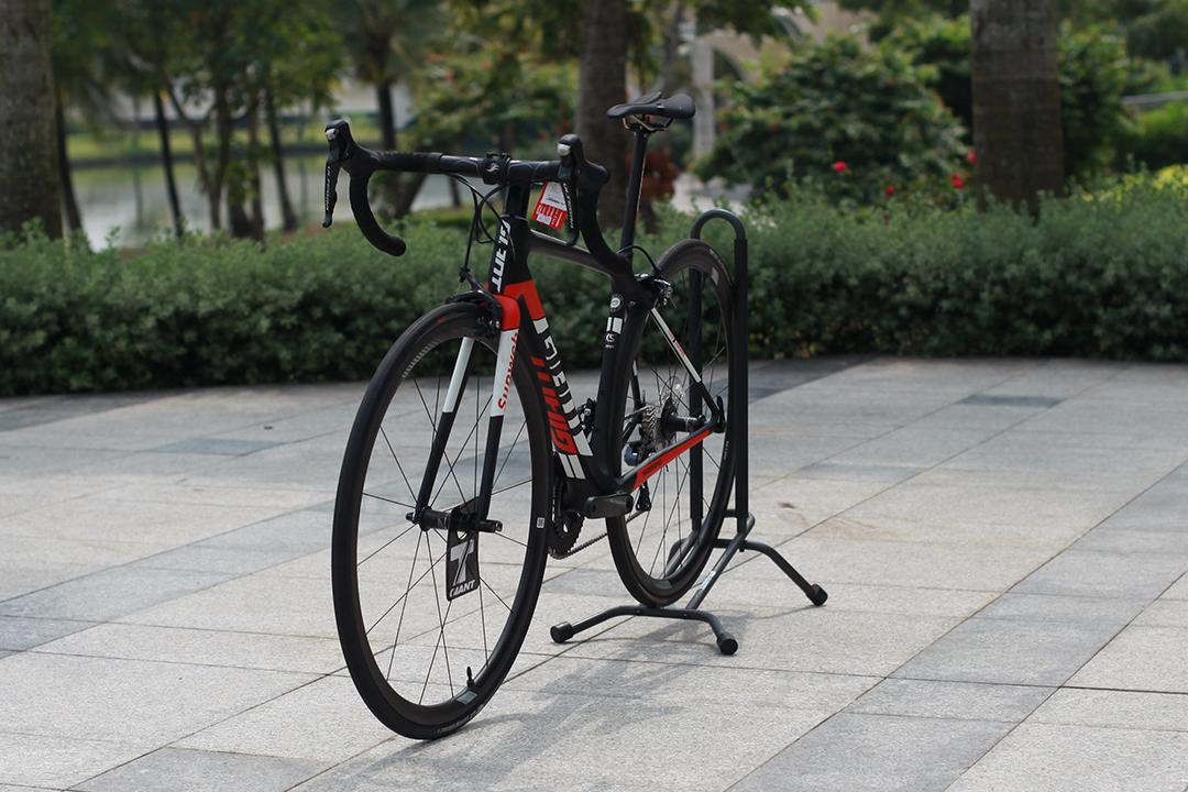 TCR Advanced Pro Team thích hợp di chuyển trên cả đường trường và đường đèo