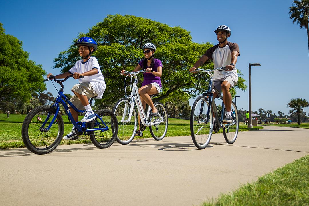Dân công sở dụng xe đạp để tập thể dục cùng gia đình, gắn kết tình cảm
