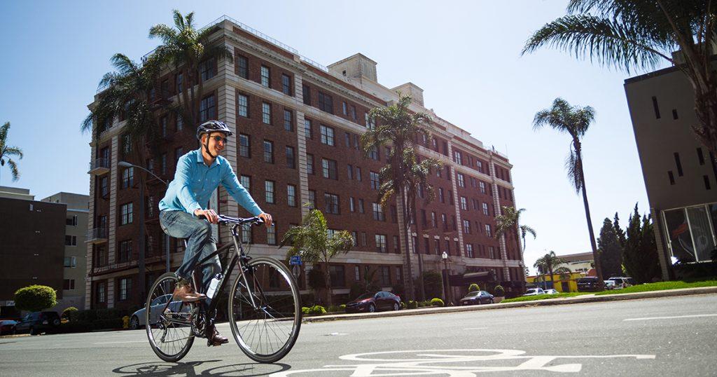 Thán phục mục đích sử dụng xe đạp của dân công sở