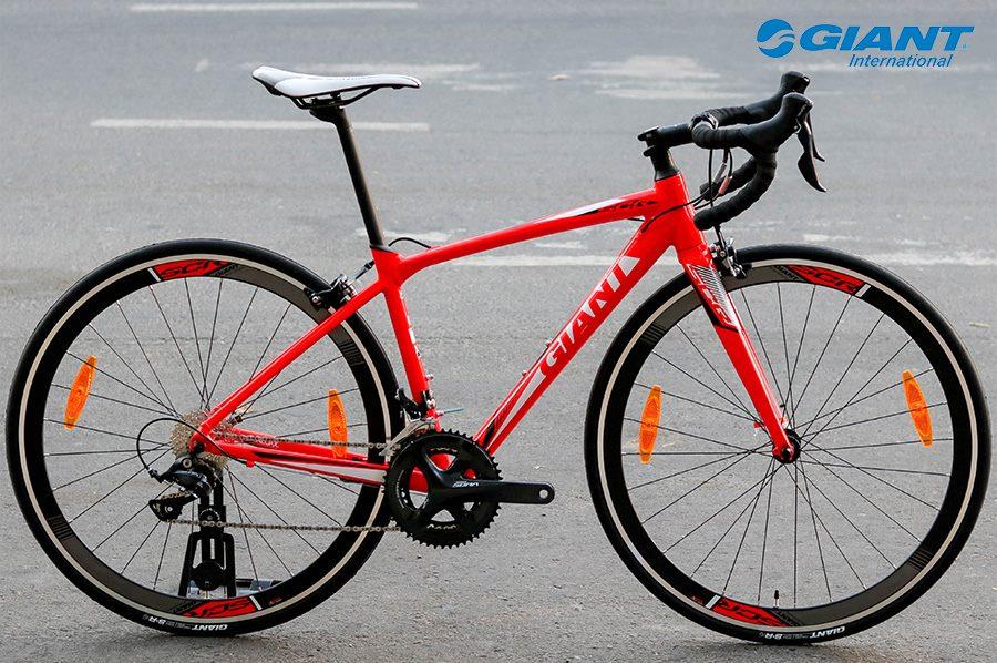 Giant SCR 1 phiên bản đỏ có giá niêm yết là 20.900.000 đồng